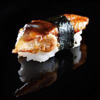 anguila japonesa sushi nigiri foto