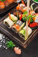 conjunto de sushi japonés mariscos
