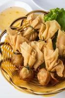 wontons de camarão frito
