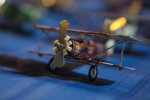 vliegtuigmodel gemaakt van drankblikje,