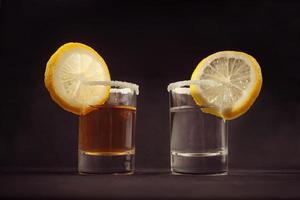 dos copas de tequila cocktail