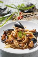 Spaghetti with mussels photo
