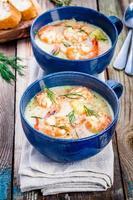 sopa casera con camarones