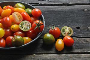 variedad de tomates cherry foto