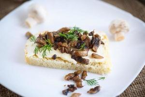 sandwich con champiñones foto