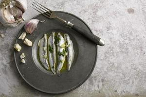 noun in vinegar with garlic
