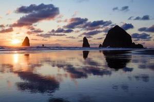Canon Beach - Heuhaufen Rock Sonnenuntergang