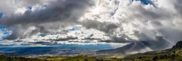 Parque Nacional Canaima en Venezuela visto desde la raíz de Roraima foto