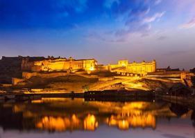 Amer Fort à noite no crepúsculo. jaipur, rajastan,