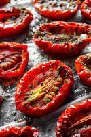 tomates secados al sol foto