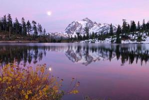 puesta de sol en el lago de imagen foto