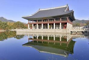 Pabellón Gyeonghoeru en el Palacio Gyeongbokgung, Seúl, Corea
