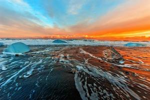 puesta de sol naranja foto