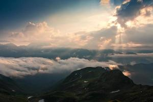montaña puesta de sol verano