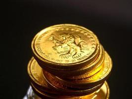 pila de monedas de dinero