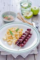 Grilled chicken hearts on skewers with stewed apples