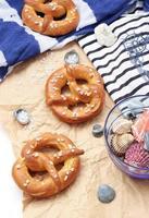 pretzels con sal marina gruesa foto