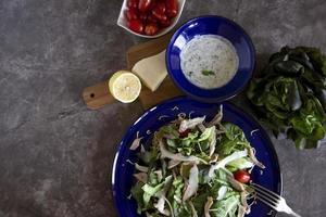 ensalada de pollo saludable