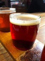 muestra de cerveza artesanal foto