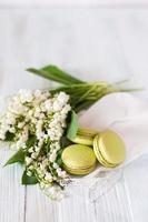 Macarons with basil and lime