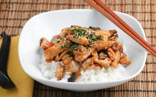 cena gourmet de estilo asiático