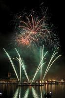 hamburgo jungfernstieg feuerwerk alstervergnügen 2014