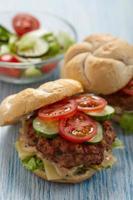 hamburguesas frescas foto