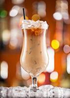 ijskoffie op het bureau van de bar