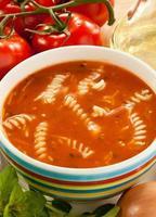 sopa de crema de tomate foto