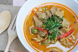 curry salado con carne de cerdo (nombre de comida tailandesa panang)