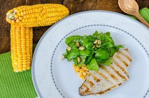 kippenbiefstuk met knoflook en citroen, salade