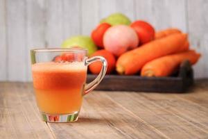 mezclar jugo de vegetales orgánicos foto