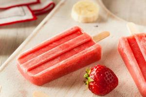 Homemade Strawberry and Banana Popsicles