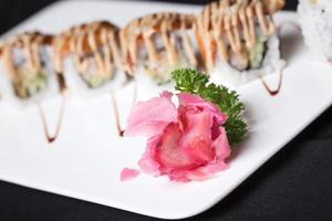 jengibre rojo para sushi japonés foto