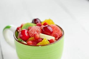 taza con frutas foto