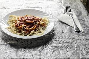 spaghetti with tomatoes photo