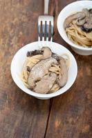 macarrão espaguete italiano e cogumelos