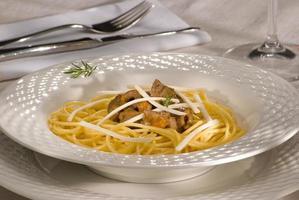 espagueti con ragú de cordero foto