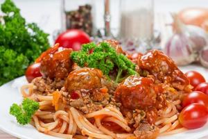 spaghetti bolognese with beef meatballs photo