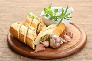 garlic baguette photo