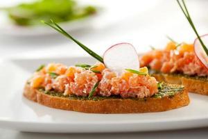 bruschetta de salmón foto