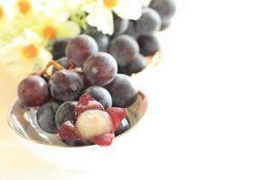 fruta japonesa, kyoho con flor