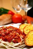 Spaghetti served with bread on a plate