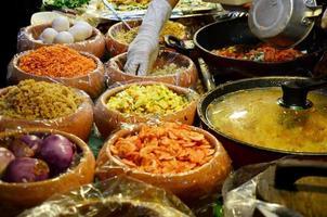 material para cocinar pad thai goong sod foto