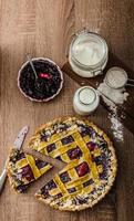 Shortbread tart with cherries