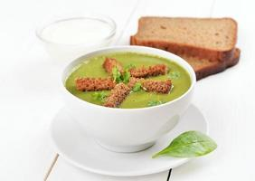 Spinach soup with dried crusts photo