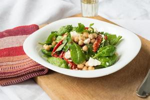 Baby spinach and chickpea salad photo