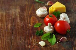 tomatoes, cheese, mushrooms and herbs