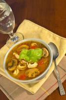 sopa de tortellini de champiñones