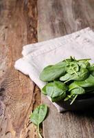 spinazie op tafel